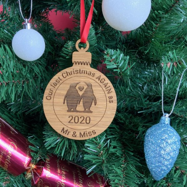 round bauble penguin 15